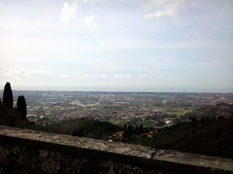 Il panorama dalla terrazza del paese