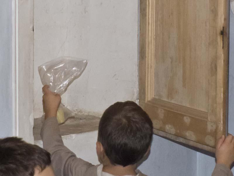 La scoperta del formaggio dentro lo sportello della cappella!