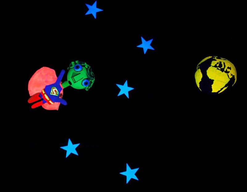 Il volo notturno dell'eroe-superman - foto tratta dalla pagina facebook dei Fratelli Applausi