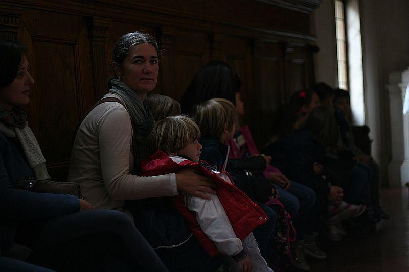 Adulti e bambini insieme così, come in Certosa