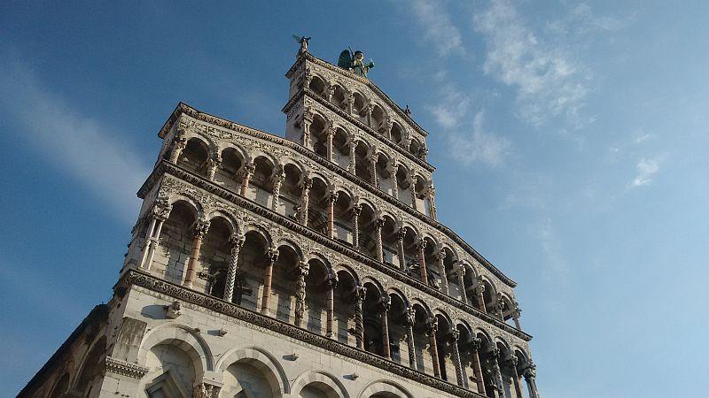 Particolare della facciata di San Michele in Foro